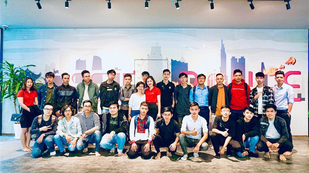 Hành trình IT Tour 2021 của học viên Aptech Đà Nẵng tại NAL Solutions và Est Rouge