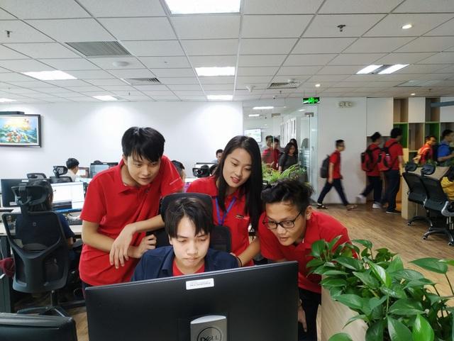 Sinh viên Aptech trong một buổi tham quan thực tế doanh nghiệp phần mềm.